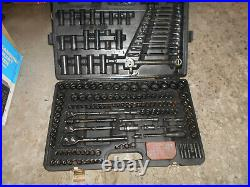 A Set Halfords Advanced Pro Socket Set 200 Piece (black)