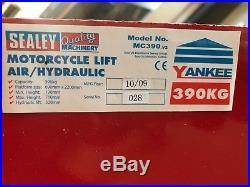 Sealey Motorcycle/Bike/Motorbike Steel Hydraulic Pump Lift 390kg Capacity- MC365